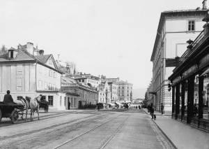 Ansicht der Schwarzstrasse, Salzburg, mit Blick Richtung Staatsbrücke auf das Hotel Stein.: ...