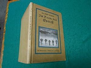 Im Banne des Everest<. Erlebnisse in Nepal, der für Weiße verschlossenen Heimat der ...