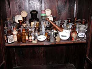 Collezione Bottiglie Flaconi Alambicco Mortaio Farmacia Chimica