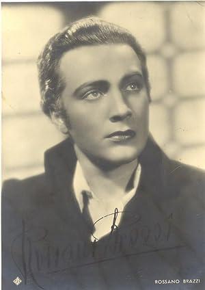 Fototipia con firma autografa dell'attore Rossano Brazzi (Bologna, 1916-1994).