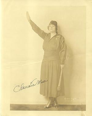 Fotografia originale con firma autografa della cantante lirica Claudia Muzio, nome d'arte di ...