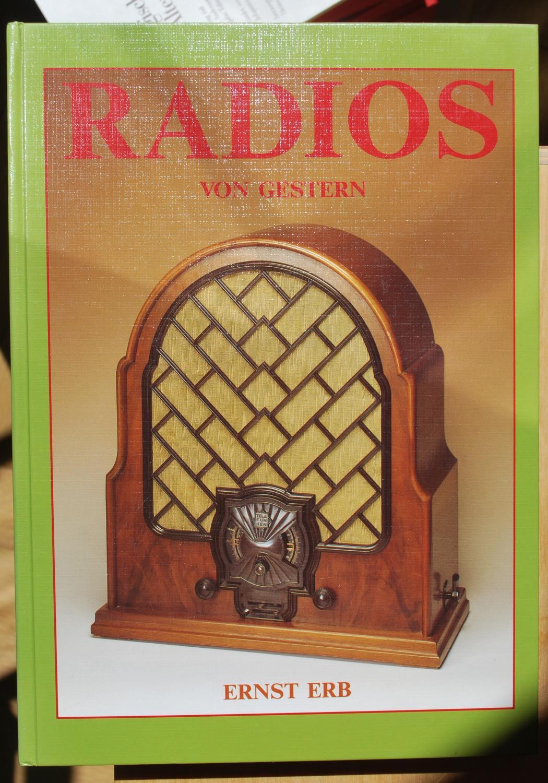 Radios von gestern Ernst Erb Fine Hardcover Wie entstanden Funk, Rundfunk und Radiobewegung. Entwicklung des Radios und der wichtigsten Radiofirmen pro Land. Verwandte Radios. Röhrenentwicklung.