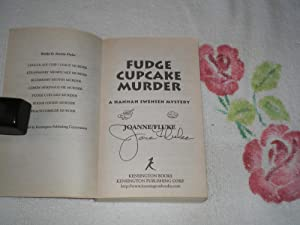 Fudge Cupcake Murder: Signed: Fluke, Joanne
