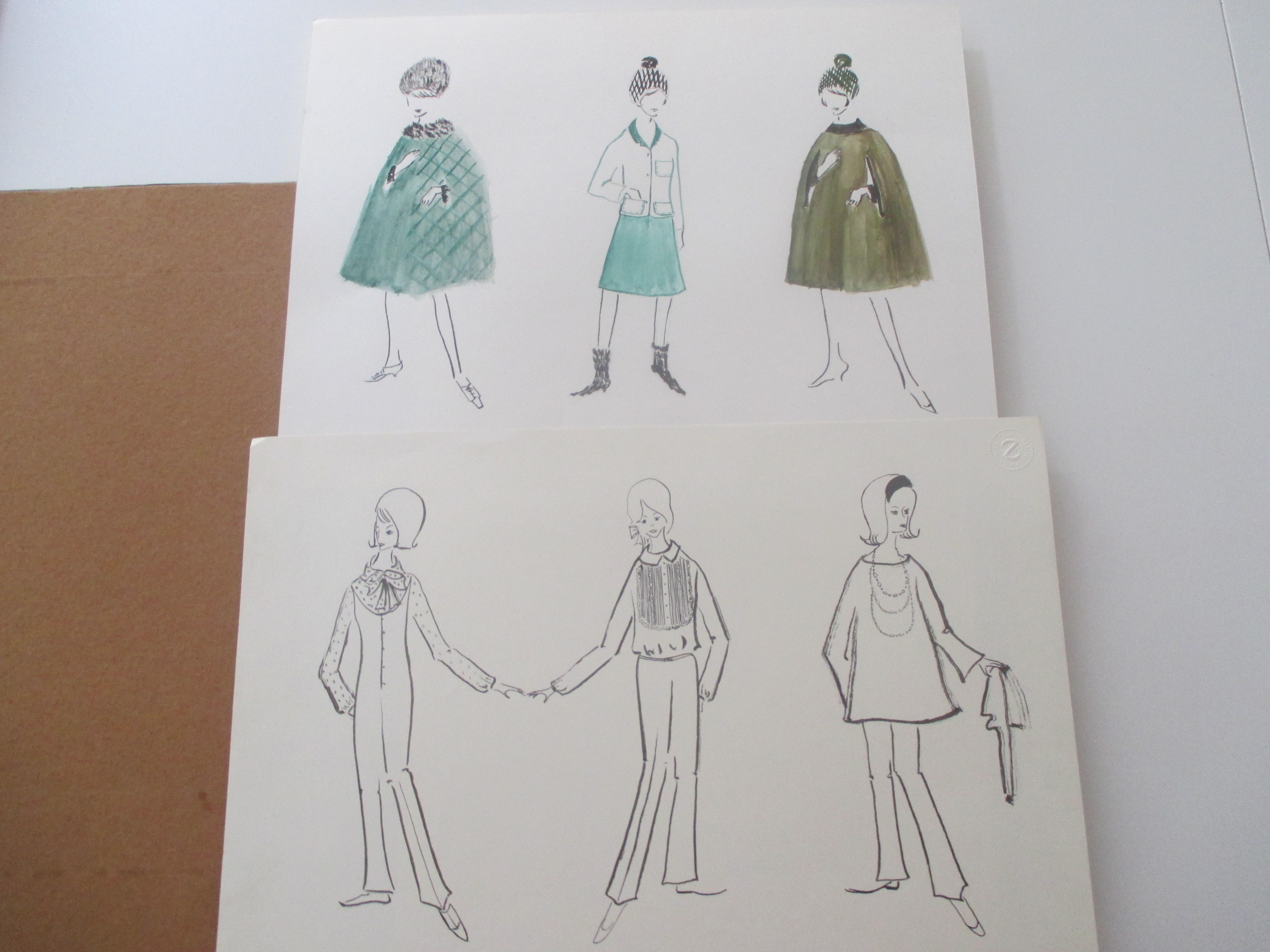 Collection of designs for woman fashion. Fashion - Bergo, G. 42 : 30 cm. 27 plates with many designs, partly in colour. Shows also designs for smaller, tallor and dicker woman. 2 plates with many designs for eve