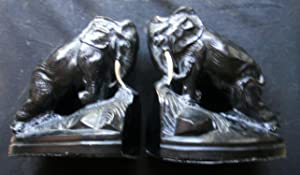 METAL ELEPHANT BOOKENDS WITH A SHINY BLACK FINISH.