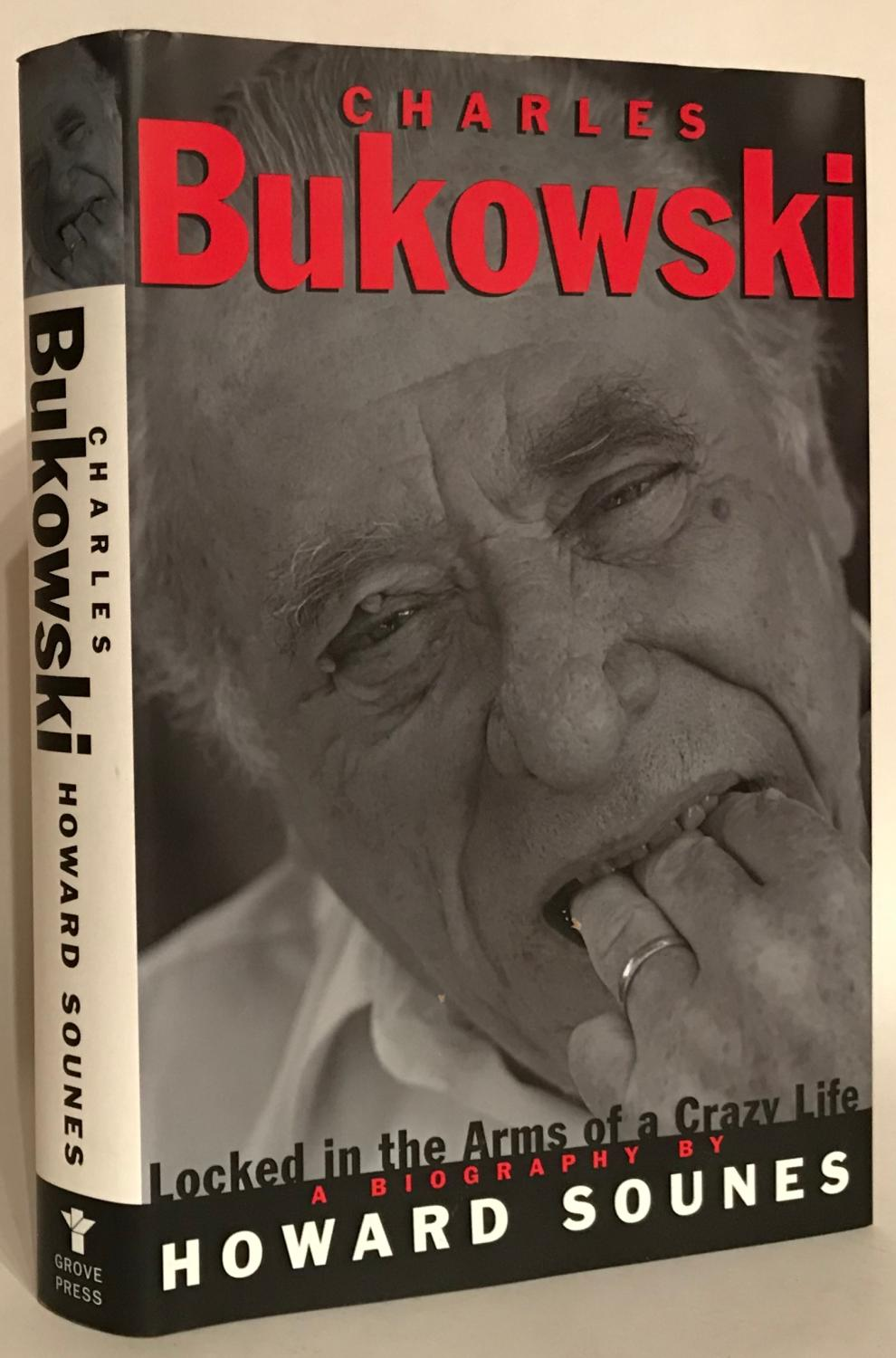 Charles Bukowski. Locked in the Arms of a Crazy Life. - Sounes, Howard