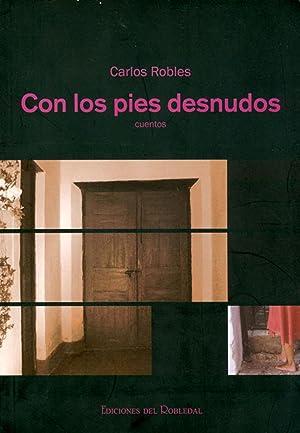 Con los pies desnudos : cuentos.: Robles, Carlos -