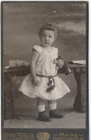 CDV Carte De Visite Foto Portrat Knabe Stehend Im Kleid Hansi Schafer Von Strub Otto OJ Um 1900 Mainz