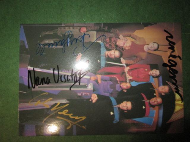 Deep Space Nine Crew Postcard handsigned / Autograph / Autogramm / Signiert René Auberjonois (Odo), Colm Meaney (Miles O'Brien), Terry Farrell (Jadzi