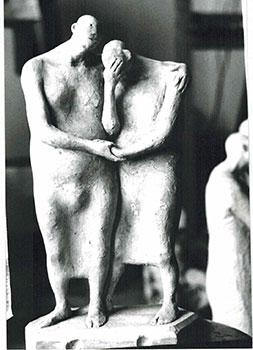 Photograph of the sculpture la ayuda from the series del manicomio. 1988.