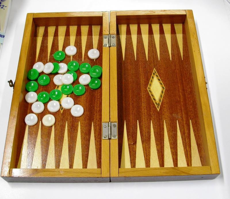 backgammon spiel kaufen simple edler aus holz x cm spiel vorschau with backgammon spiel kaufen. Black Bedroom Furniture Sets. Home Design Ideas
