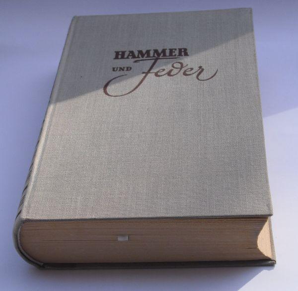"""Hammer und Feder. Deutsche Schriftsteller aus ihrem Leben und Schaffen. >Es ging um ost-deutsche Schriftsteller, es sollte die """"kampferfüllte Vergangenheit und die mühevolle Arbeit unserer revolutionären Schriftsteller . wieder lebendig werden lassen"""". Im"""