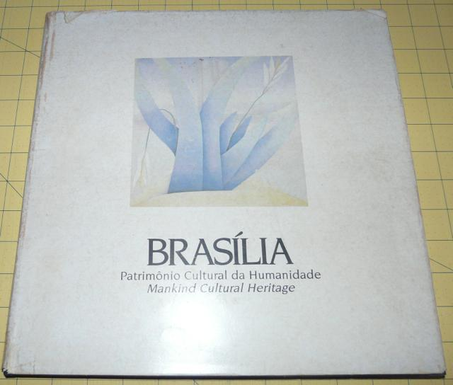 BRASÍLIA: Patrimonio Cultural da Humanidade Mankind Cultural Heritage. - Ayala, Walmir (text); Leandro Sangoi (photography)