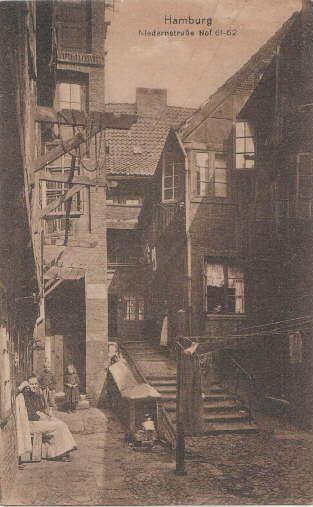 Niederstraße Hof 61-62. Ansichtskarte in bräunlichem Lichtdruck.: Hamburg -