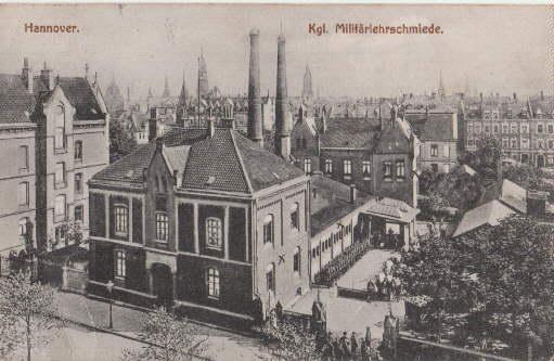 Kgl. Militärlehrschmiede. Ansichtskarte in Lichtdruck. Abgestempelt Hannover-Linden: Hannover -