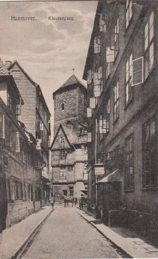 Klostergang. Ansichtskarte in Lichtdruck. Abgestempelt Hannover 134.11.1917.: Hannover -
