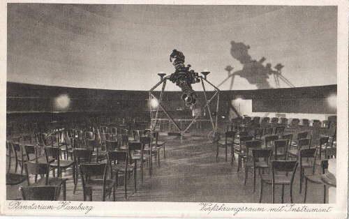 Planetarium. Vorführungsraum mit Instrument. Ansichtskarte in Kupfertiefdruck.: Hamburg -
