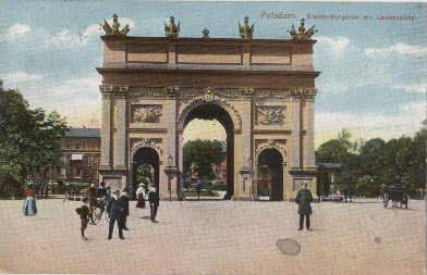 Brandenburgertor mit Louisenplatz. Ansichtskarte in farbigem Lichtdruck.: Potsdam -