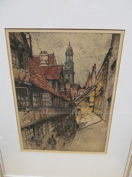 Hamburg. Altstadtgasse mit Michel. Signierte Farbradierung.: Kasimir, Luigi (