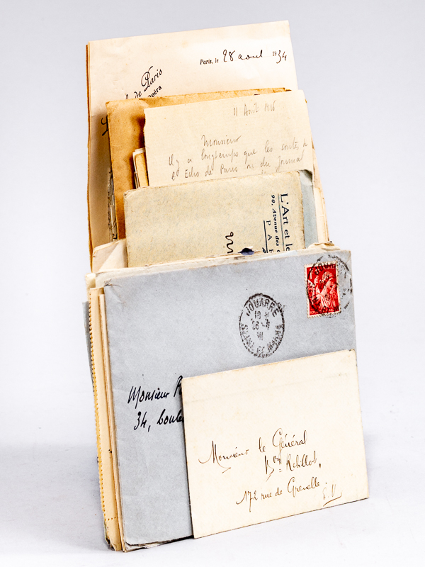 Lot de courriers d'intérêt littéraire dont nombreuses: DE LA BATUT,