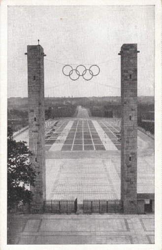 Reichssportfeld. Blick von der Deutschen Kampfbahn durch: Berlin -