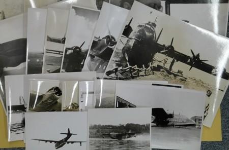 Konvolut von 22 Fotoabzügen mit Aufnahmen der: Hamburger Flugzeugbau GMBH,: