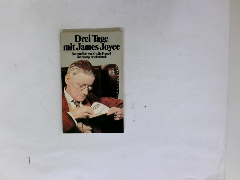 Drei Tage mit James Joyce. Gisèle Freund. Mit e. Vorw. von Philippe Sollers. [Aus d. Franz. von Franz-Heinrich Hackel. Die Ausw. d. Fotos besorgte Hans Georg Puttnies] / Suhrkamp-Taschenbuch ; 929 - Freund, Gisèle (Verfasser)