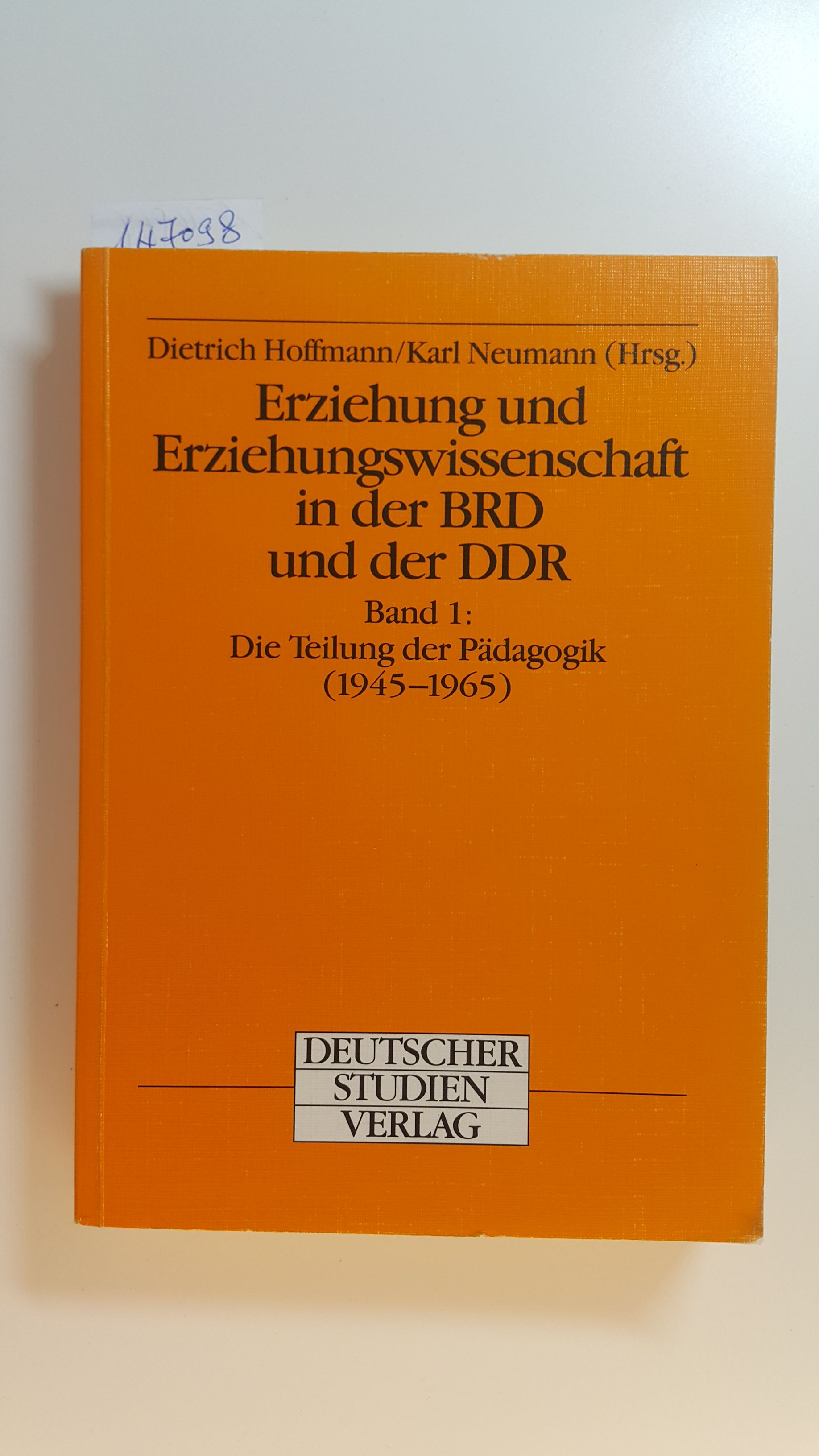 Erziehung und Erziehungswissenschaft in der BRD und der DDR, Bd.1, Die Teilung der Pädagogik (1945-1965), mit Beitr. von Oskar Anweiler . - Anweiler, Oskar [u.a.] ; Hoffmann, Dietrich, u.a. [Hrsg.]