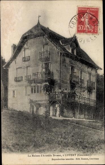 Ansichtskarte / Postkarte Courtenay Loiret, La Maison