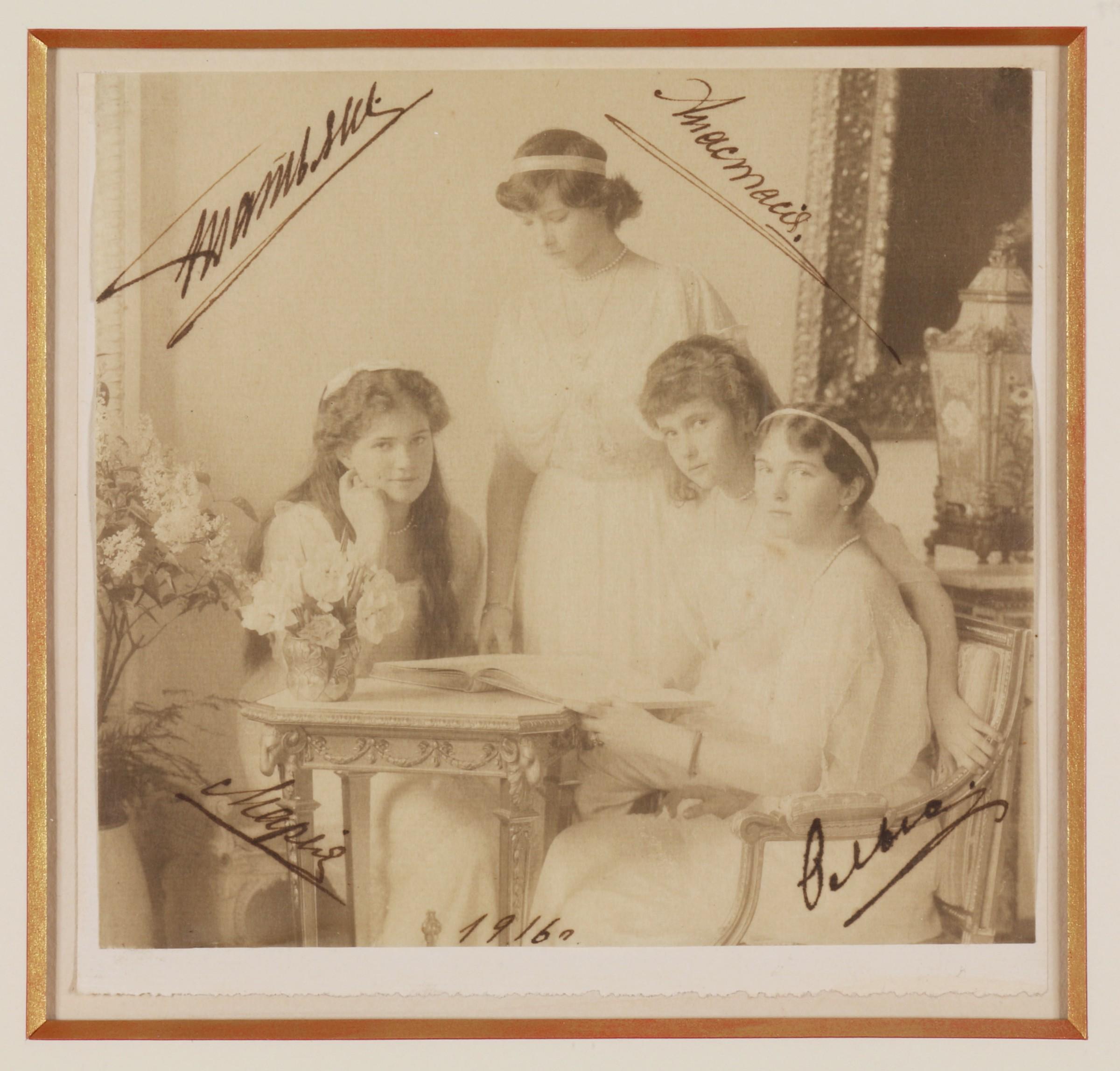 Vintage FOUND PHOTOGRAPH Color FREE SHIPPING Original Snapshot 71 26