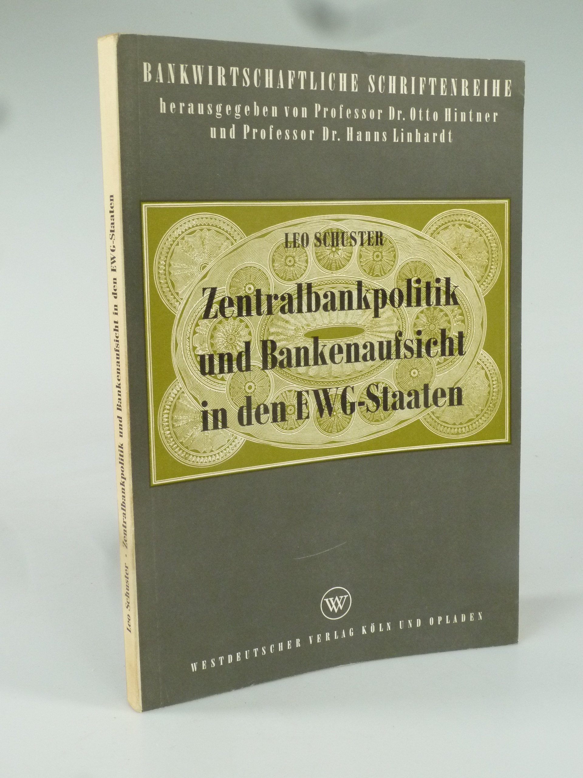 Zentralbankpolitik und Bankenaufsicht in den EWG-Staaten.: SCHUSTER, Leo.