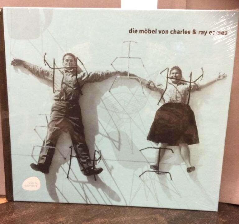 Die Möbel von Charles & Ray Eames. [Publ.: Vitra. Text: Mathias Remmele. Transl.: Barbara Hauss] - Eames, Charles und Ray Eames