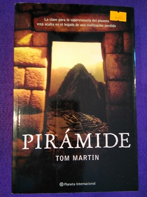 Pirámide - Tom Martin