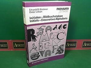 Bild des Verkäufers für Initialen und Bildbuchstaben - Initials and Decorative Alphabets. zum Verkauf von Antiquariat Deinbacher