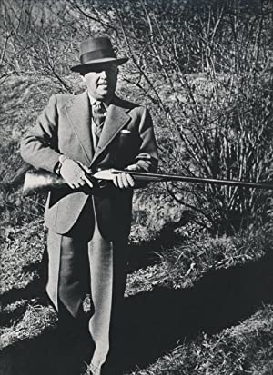 Photograph of Generalissimo Francisco Franco, hunting with a shotgun: Franco, Francisco) Kessel, ...