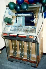 Seeburg Selectomatic Jukebox. Model HF100R.