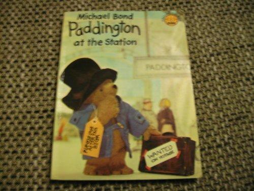 9780001233348: Paddington at the Station (Colour Cubs)