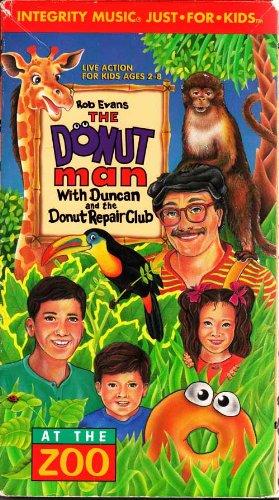 9780001491069: At the Zoo [VHS]