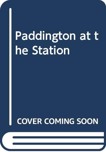 9780001944350: Paddington at the Station