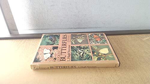 9780002196888: Looking at butterflies