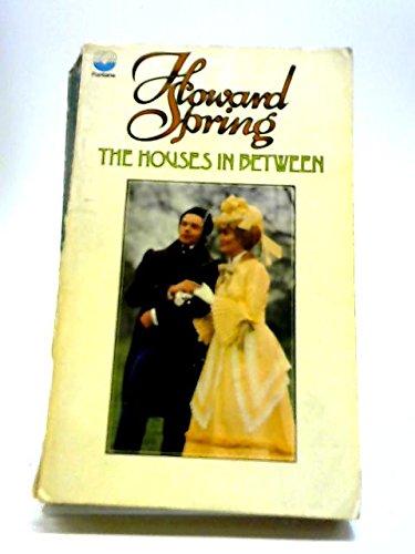 9780006118473: The Houses in Between