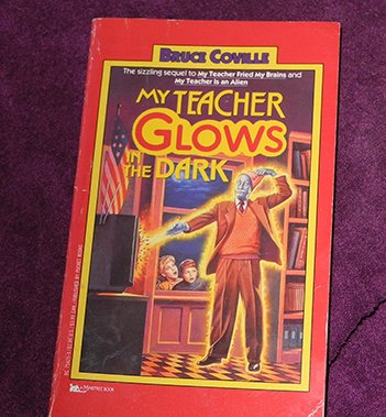 9780006940838: my teacher glows in the dark
