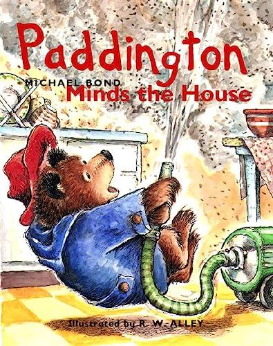 9780007104390: Paddington Minds the House (Paddington Library)
