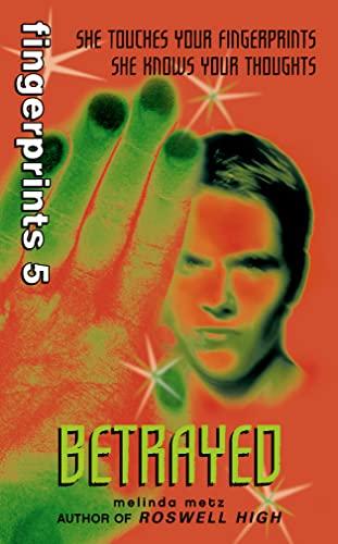 9780007132782: Betrayed (Fingerprints)