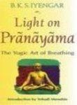 9780007227990: Light on Pranayama