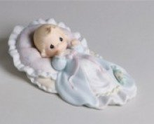 9780012512975: Figurine-Precious Moments: Baby On Pillow