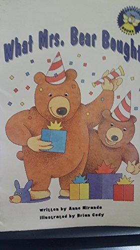 9780021822874: What Mrs. Bear bought (Spotlight books)