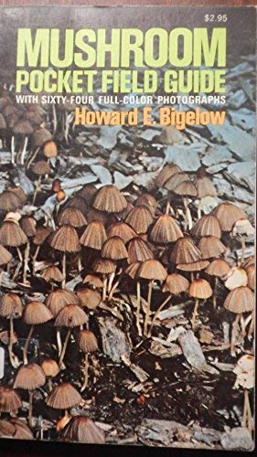 9780025106505: Mushroom Pocket Field Guide