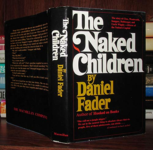 9780025369009: The Naked Children [By] Daniel Fader