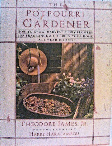 9780025589117: The Potpourri Gardener